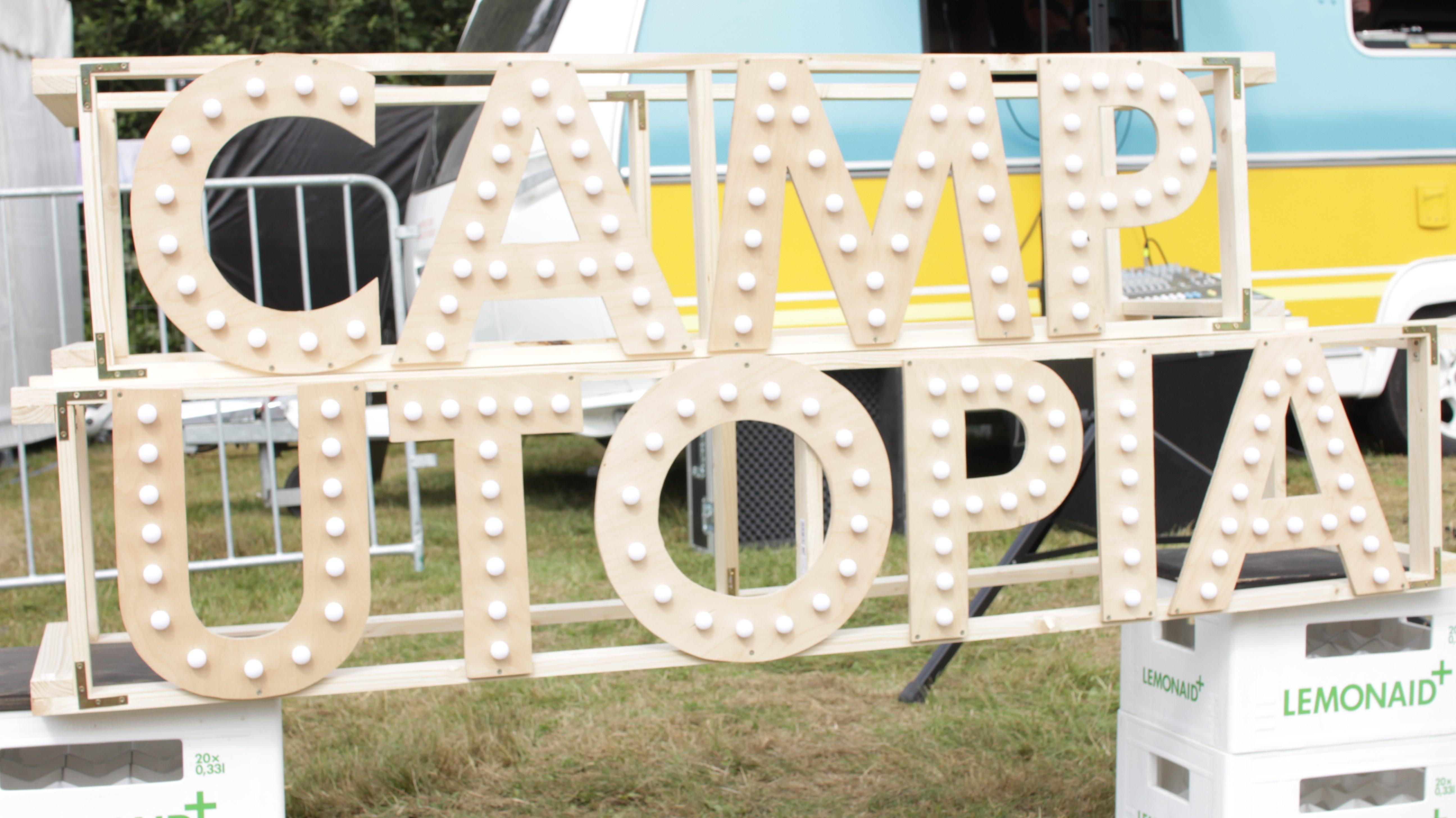 camp-utopia-schild